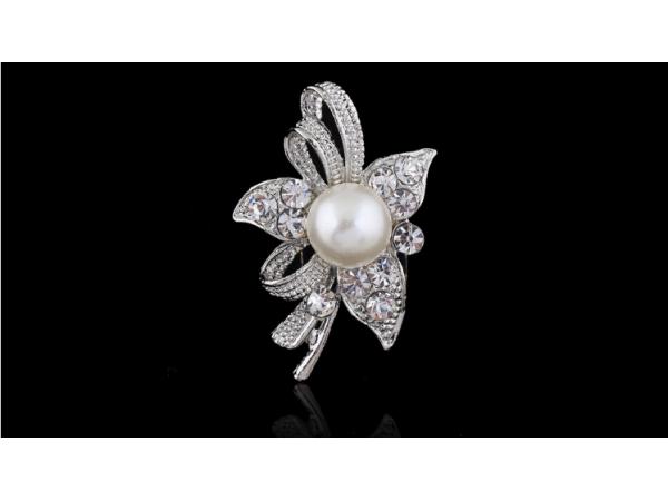 Br120 Small pearl brooch