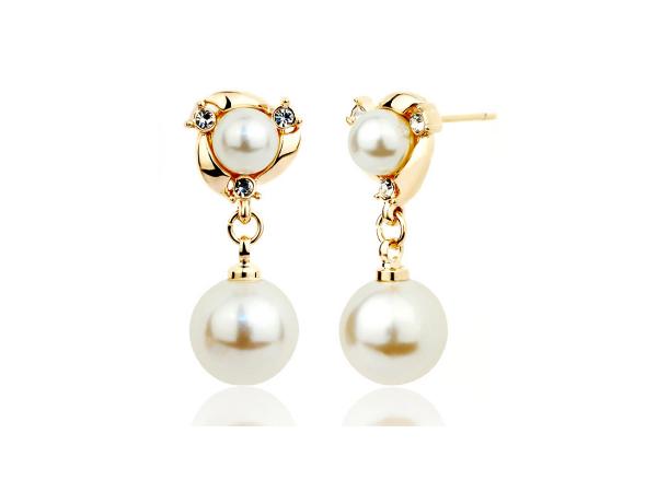E225 Gold & Pearl Earring