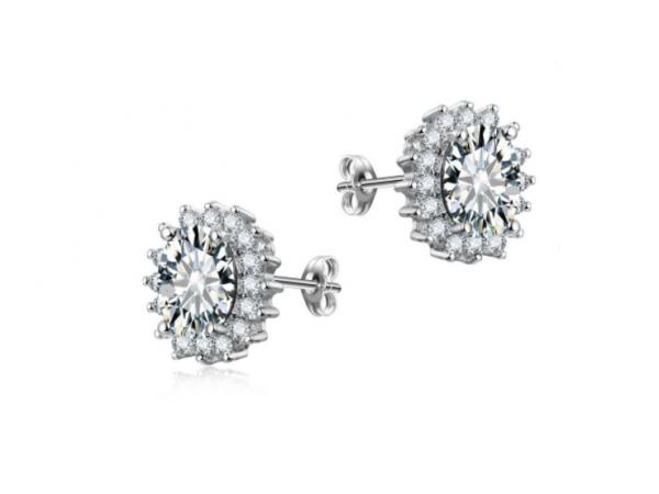 E442 Clear Crystal Stud Earring