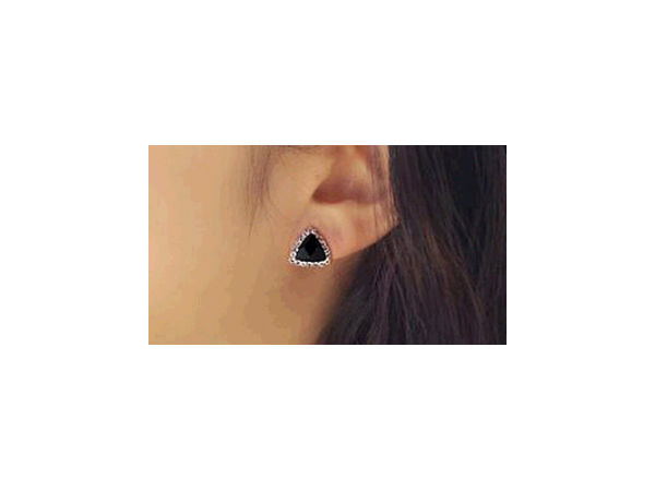 E137  Black crystal stud