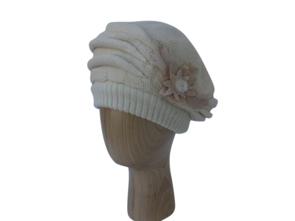 H021 Beige winter beret hat