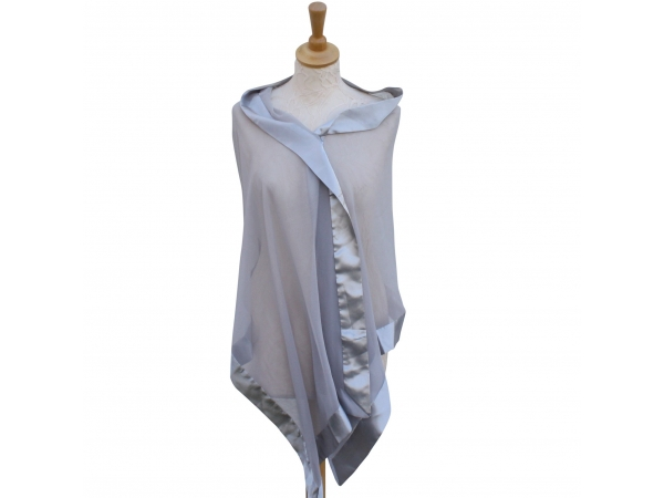 Silver/gray silk wrap.
