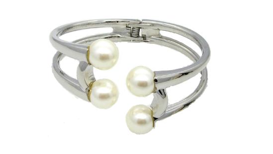 B148 Pearl bracelet
