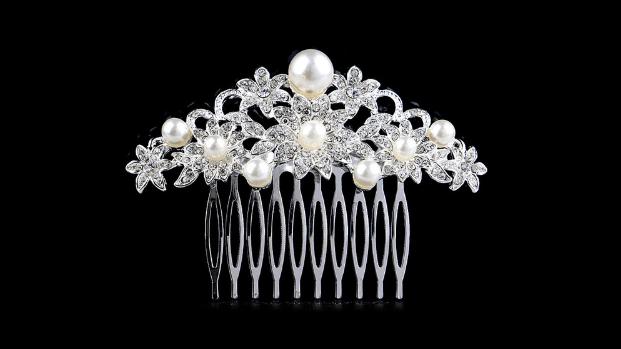 Bc7 Crystal & pearl comb