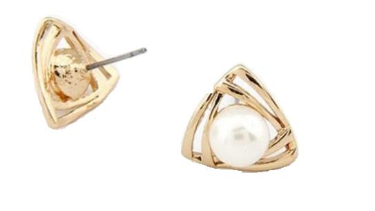 E423 Small gold pearl stud