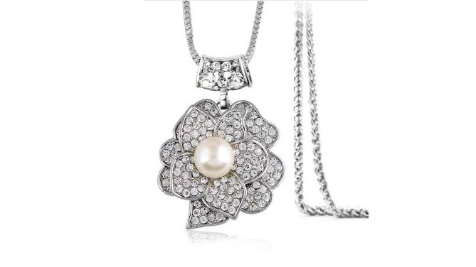 N423 Long pearl pendant