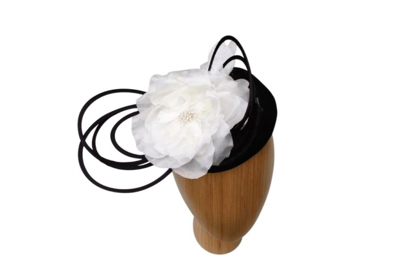 Shauna Blk/white fascinator